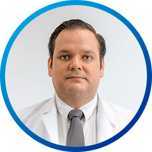 Dr. Cesar Cerda, MD. Walk-in clinics and urgent care at Hospital CMQ