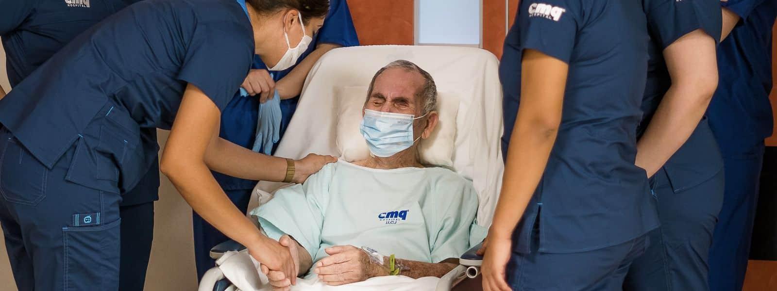 Paciente de 73 años con COVID-19 es atendido con éxito en Hospitales CMQ