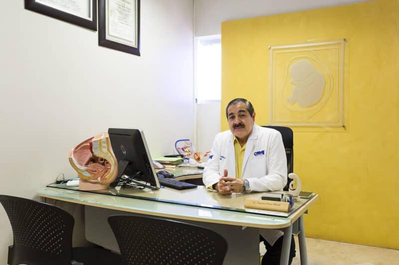 Dr. Francisco Patiño, Ginecólogo en Hospital CMQ Premiere