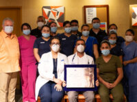 Dr. Jorge Villanueva, Director General de Hospitales CMQ, con nuestro personal médico, enfermeras y paramédicos de primera línea contra Covid-19.
